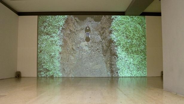 João Onofre, Untitled (n'en finit plus), 2010-11. (nave) Exposição 'Sob o Signo de Amadeo - Um Século de Arte'. CAM-Fundação Calouste Gulbenkian, 2013-2014.