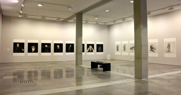 Vista da exposição 'Rei Capitão Soldado Ladrão' de Jorge Molder, MNAC-Museu do Chiado, 2014. Fotografia Making Art Happen.