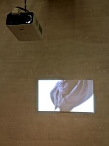 António Olaio, Kuenstlerleben, 2010, Video, cor, loop, som, 8'38''. (nave) Exposição 'Sob o Signo de Amadeo - Um Século de Arte'. CAM-Fundação Calouste Gulbenkian, 2013-2014.