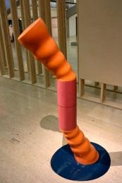 Phillip King, Ripple. (nave) Exposição 'Sob o Signo de Amadeo - Um Século de Arte'. CAM-Fundação Calouste Gulbenkian, 2013-2014.