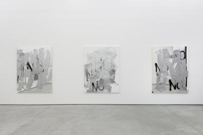 Vista da exposição 'You Keep Out Of This' de Stefan Brüggemann na Galeria Múrias Centeno, Lisboa, 2014.