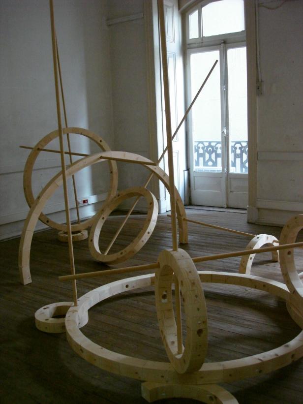 Rui Horta Pereira, 'Salão', madeira, dimensões variáveis.. Cortesia do artista.