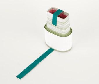 Rui Horta Pereira, REMANESCENTE ( Esculturas), #06 , acrílico sobre papel, ilhoses e madeira,35x50x13, 2011. Cortesia do artista.
