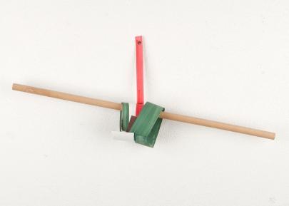 Rui Horta Pereira, REMANESCENTE ( Esculturas), #11, acrílico sobre papel e ilhoses,15x10,5x24, 2011. Cortesia do artista.