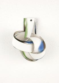 Rui Horta Pereira, REMANESCENTE ( Esculturas), #1, acrílico sobre papel e ilhoses,30x30x15, 2011. Cortesia do artista.