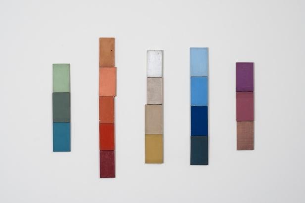 Pedro Casqueiro, Sem título, 1996-2012. Óleo e acrílico sobre tela (cinco peças) 72,7 x 14,4 cm – 115,9 x 14 cm Fotografia: DMF, Lisboa