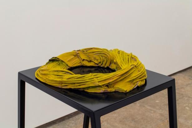 Musa paradisiaca, Fibra, 2014, Breu pintado, 7 x 35 x 38 cm Foto: Cortesia dos artistas e 3+1 Arte Contemporânea, Lisboa.