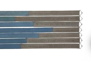 Helen Mirra, Hourly field notes, 10 October, Dakesawa, 2012 (pormenor) Tinta de máquina de escrever e aguarela sobre algodão.