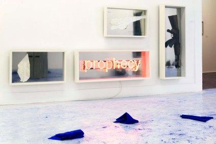 Vista da exposição Art Stabs Power:que se vayan todos!; Filipe Marques, Disclosedness space's partis pris, 2013. Cortesia do artista