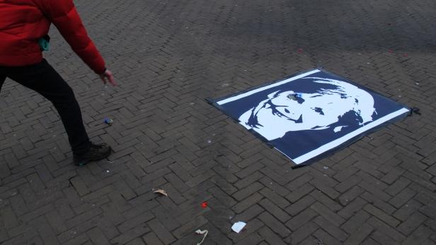 (still do vídeo) Susana Chiocca, Nao temos de morrer pelo Euro, 2013. Cortesia da artista.