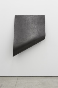 Diogo Pimentão, Collinear Breath, Documented (belong#1), 2014, Paper and graphite (155 x 112 cm). Cortesia do artista e Galeria Múrias Centeno, 2014.