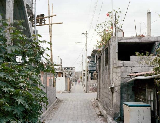 """PAULO CATRICA, Sem título da série """"Estación Terrena"""", 2010, impressão jacto de tinta, 38 x 48 cm. Cortesia do artista e Carlos Carvalho, Arte Contemporânea."""