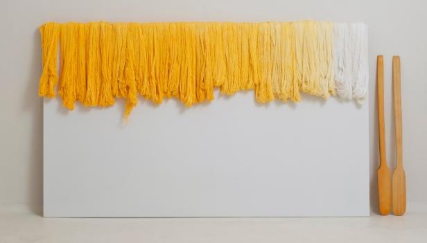 Sandra Monterroso, Expoliada, 2011 | Fio e madeira / thread and wood. Cortesia da artista.