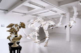 Wim Botha, Solipsis VII, 2013 | Poliestireno, madeira, equipamento de luz fluorescente / polysterene, wood, fluorescente light equipment.