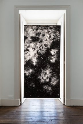 Sophie Whettnall, Shadow piece (window 01), 2014 Madeira, tinta da china Wood, indian ink 244 × 122 cm. Fotografia da exposição 'Shadow piece' na Vera Cortês Art Agency: Bruno Lopes.