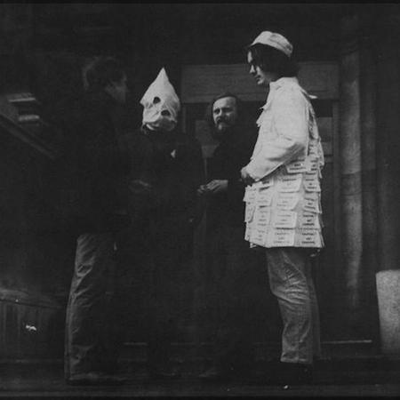 Felipe Ehrenberg, A Date with Faith at the Tate, 1970, Performance, fotografia: © Philippe Mora. Cortesia do artista e 3+1 Arte Contemporânea, Lisboa.