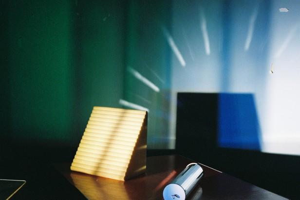 CHARLOTTE MOTH, Study For a 16 mm Film [Estudo para um filme de 16 mm], 2011 Filme 16 mm transferido para vídeo, cor, sem som, 11'28'' Col. Fundação de Serralves ― Museu de Arte Contemporânea, Porto. Aquisição 2012. Trabalho desenvolvido no âmbito da edição de 2011 do Projeto Sonae|Serralves. Fotograma: cortesia da artista .