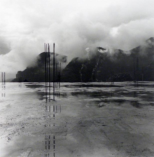 Graciela Iturbide. Exposição 'O espírito do lugar | Fotógrafos Contemporâneos' na Galeria Módulo. Cortesia Módulo, Lisboa.