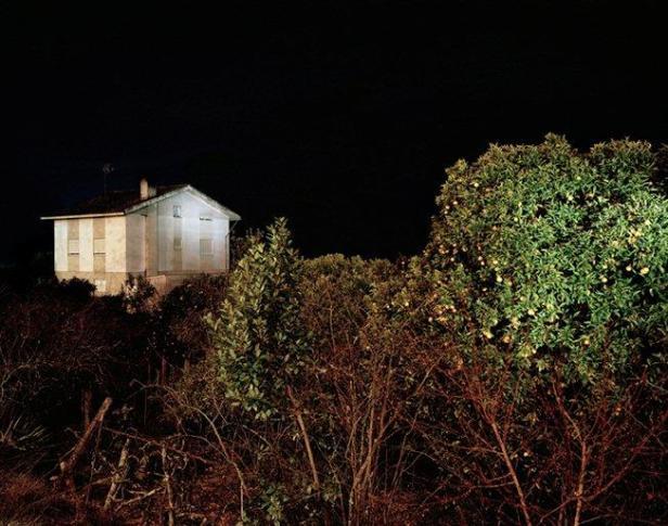 Tito Mouraz, da série 'Rua da Cabine'. Exposição 'O espírito do lugar | Fotógrafos Contemporâneos' na Galeria Módulo. Cortesia do artista e Módulo, Lisboa.
