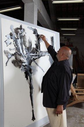 Pedro Cabrita Reis no estúdio da Rua do Açucar. Fotografia de Nuno Moreira Inácio. Cortesia do artista.
