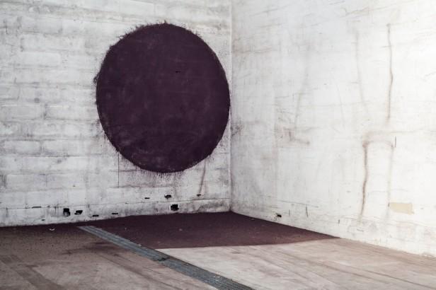 Martinha Maia, Cinza de Fe, exposição 'da fábrica que desvanece à baía do tejo'. Fotografia Jorge Graça.