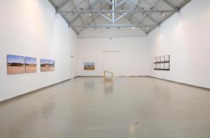 Kiluanji Kia Henda, vista da exposição A City Called Mirage, Galeria Filomena Soares.