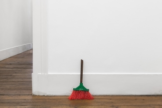 Gonçalo Barreiros, Sem título (vassoura), 2014Bronze, vassouraBronze, broom, 39 × 25 × 9 cm