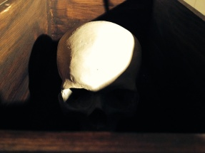 Vista da exposição 'A influência do artesanato Índio no minimalismo americano (uma alegoria)' de Francisco Tropa, Laboratório de Curadoria, Colégio das Artes de Coimbra. Fotografia Mariana Frazão.