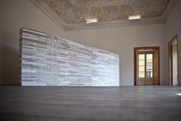 vista da exposição (site-specific) Mafalda Santos, Carpe Diem Arte e Pesquisa, Lisboa, 2014. Cortesia da artista e CDAP. Fotografia Oxana Ianin.