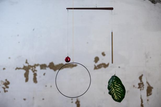 vista da exposição (site-specific) João Ferro Martins + Ana Santos, Carpe Diem Arte e Pesquisa, Lisboa, 2014. Cortesia da artista e CDAP. Fotografia Oxana Ianin.