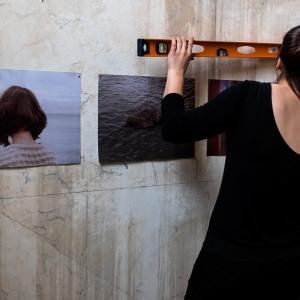 Montagem da exposição Epic Light @ Carpe Diem Arte e Pesquisa, Lisboa. Fotografia: Oxana Ianin & Rebeca Blanco.