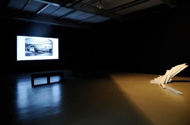 Vista da exposição Escada de Artur Rosa. Galeria Filomena Soares, Lisboa. Cortesia da Galeria Filomena Soares.