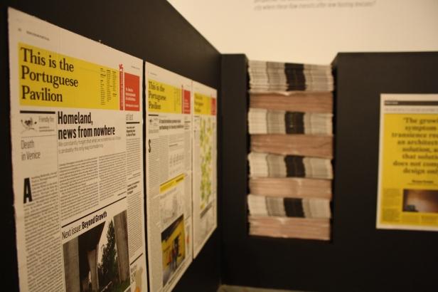 Vista (pormenor) da exposição 'Homeland-News from Portugal'. Garagem Sul - CCB, Lisboa. Fotografia Diogo Nunes. Cortesia do CCB.