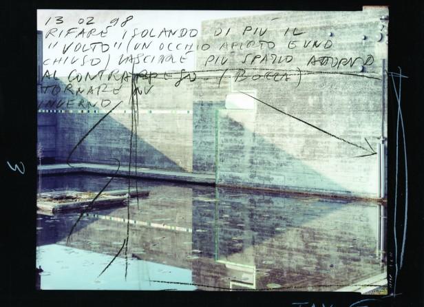 Guido Guidi, #12138, Vista Sudoeste, 1998. Impressão de sais de prata, 20,3x25,4 cm FOTOGRAFIA ANOTADA em Guido Guidi. Carlo Scarpa's Tomba Brion, Hatje Cantz, 2011, p. 47, Fig.11. © Guido Guidi.