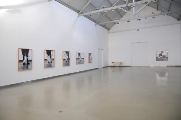 Vista da exposição 'Desenho' de Helena Almeida. Galeria Filomena Soares. Cortesia da artista e Galeria Filomena Soares.