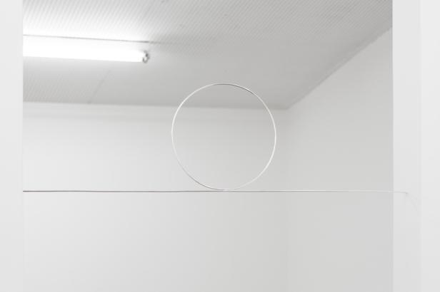 Joana Escoval, Sem título (para o meu irmão), 2014. Prata Aprox. 121 × ø35 cm. Cortesia da artista e Vera Cortês Art Agency, Lisboa, 2014-2015.