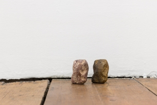 Joana Escova, Useless education, 2006-2014. Pedra, bronze Dimensões variáveis. Cortesia da artista e Vera Cortês Art Agency, Lisboa, 2014-2015.