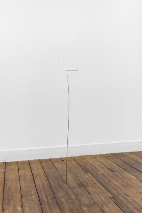 Joana Escoval, You make my soul sing, 2014. Latão 200 × 30 × 0.5 cm. Cortesia da artista e Vera Cortês Art Agency, Lisboa, 2014-2015.