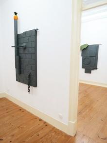 """Vista de exposição: sala 1 & 2. Pedro Valdez Cardoso. exposição """"outra coisa"""". Galeria Caroline Pagès, Lisboa. Cortesia do artista e Galeria Caroline Pagès."""