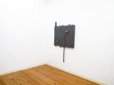 """Vista de exposição: sala 3. Pedro Valdez Cardoso exposição """"outra coisa"""". Galeria Caroline Pagès, Lisboa. Cortesia do artista e Galeria Caroline Pagès."""