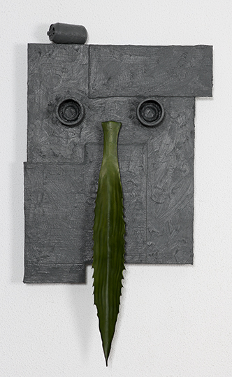 Pedro Valdez Cardoso,  Portrait of a mask, 2014. Madeira, cartão, metal, borracha e silicone líquida, 112 x 62 x 12 cm. Cortesia do artista e Galeria Caroline Pagès, Lisboa.