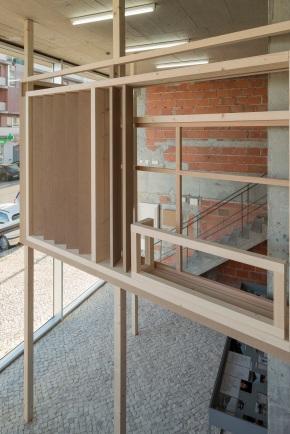 """Vista da instalação de Ângela Ferreira, """"Indépendance Cha Cha"""" no espaço Lumiar Cité, Lisboa 2014. Cortesia da artista."""
