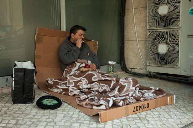 João Tabarra (vídeo). Exposição O Tempo e o Modo, para um retrato da pobreza em Portugal. Cortesia do artista e Plano Geométrico Associação Cultural.