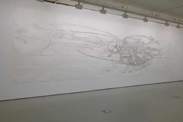Nadia Kaabi-Linke, vista da exposição 'No Frills' (detalhe). Cristina Guerra Contemporary Art, Lisboa. Cortesia da artista e Cristina Guerra Contemporary Art.