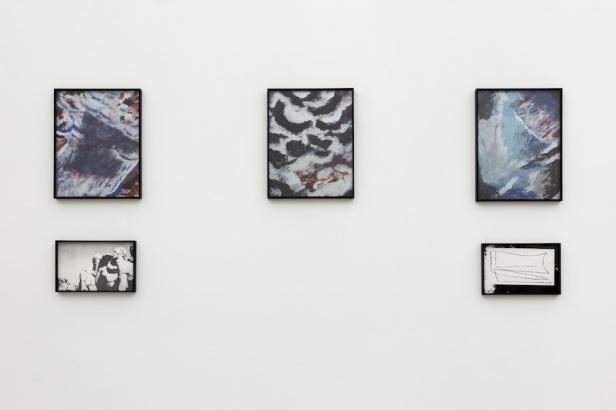 Gabriel Lima, Hanoi, Hanoi, 2015. 31 x 24 & 14 x 22 cm, guache em papel e silkscreen. Galeria Múrias Centeno, Lisboa. Fotografia Bruno Lopes. Cortesia do artista e Galeria Múrias Centeno.