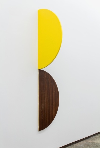 João Ferro Martins, Dîner Jaune / Yellow dinner, 2014. acrylic on tabletop 86 3/5 × 21 7/10 × 21 7/10 in 220 × 55 × 55 cm. Cortesia do artista e 3 + 1 Arte Contemporânea, Lisboa.