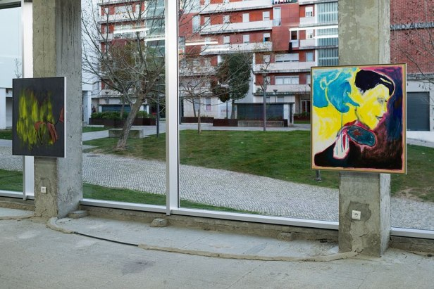 Robin Vanbesien, vista da exposição 'Gravidade', Lumiar Cité, Lisboa. Cortesia do artista e Lumiar Cité, Fotografia:DMF Fotografia.