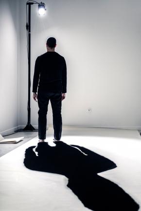 João Fiadeiro, Performance I WAS HERE. Ciclo de Intervenções 'Acto Contínuo' na Galeria do Colégio das Artes da Universidade de Coimbra. Fotografia: Vitor Garcia. Cortesia de Laboratório de Curadoria.