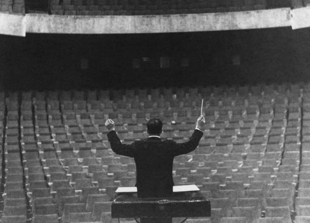 Yves Klein conducting his Symphonie Monoton in front of an imaginary orchestra, Gelsenkirschen's Opera House, 1959 © Yves Klein, ADAGP, Paris 2014 / © Photo Charles Wilp
